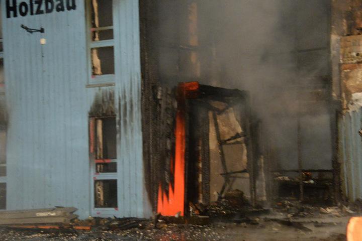 Die Flammen wüteten im kompletten Gebäude.