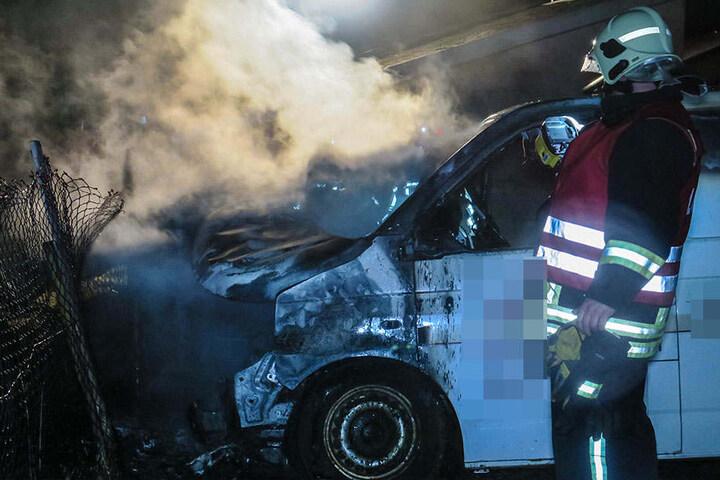 Die komplette Front stand in Flammen, als die Feuerwehr eintraf.