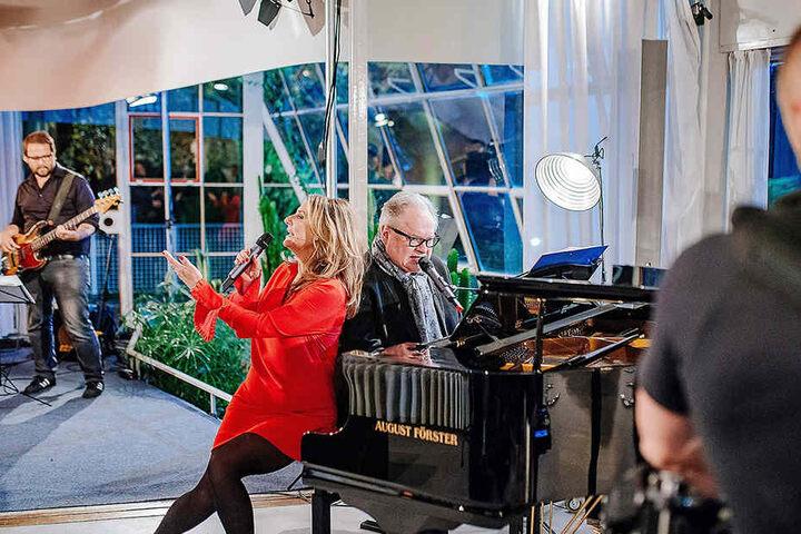 Die erste Staffel moderierte noch Kim Fisher (49) zusammen mit Wigald Boning (51). Unter anderem sang Kim mit Heinz Rudolf Kunze (61).