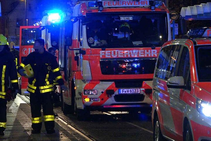 Auch Straßenbahnschienen bei der Ostendstraße wurden infolge des Unfalls von den Rettungskräften blockiert.