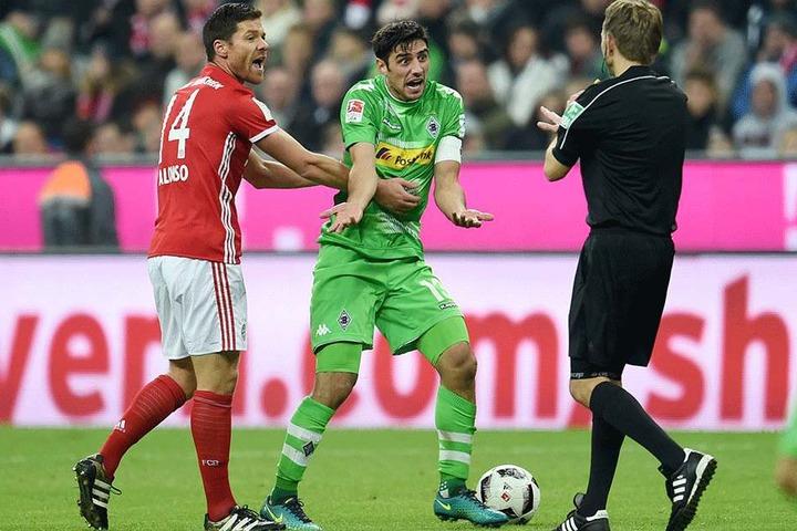 Bei spielentscheidenden Fehlentscheidungen des Schiedsrichters sollen künftig die Videorichter eingreifen können.