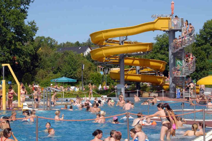 Sommer, Ferien und Gefahren: Die Polizei warnt vor Dieben im Freibad. In Gablenz gibt es bereits einen täglichen Wachschutz.