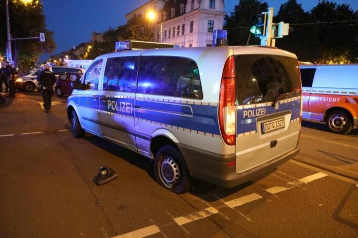 Eine Polizistin wurde dabei verletzt.