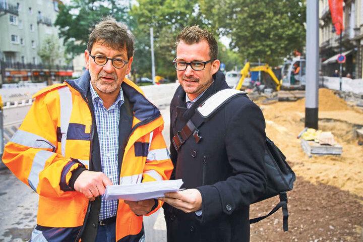 Der Chef des Straßenbauamtes, Reinhard Koettnitz (61) und Baubürgermeister  Raoul Schmidt-Lamontain (39, Grüne).