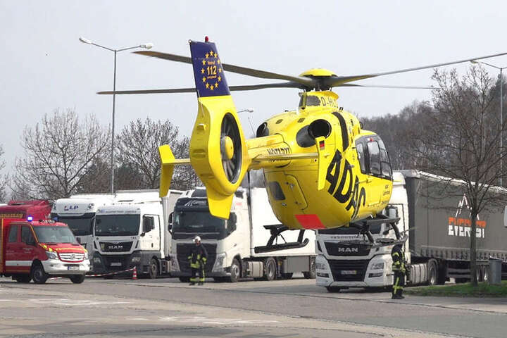 El conductor gravemente herido llegó al hospital con el helicóptero de rescate.