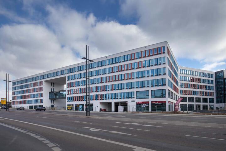 Das Neue Technische Rathaus: Weil die Heizung nicht rund läuft, frieren Mitarbeiter an ihrem neuen Arbeitsplatz. Derzeit versucht die Stadt, die Raumtemperatur auf 22 Grad zu erhöhen.