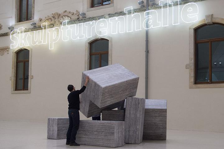 Die mobile Skulptur aus 74 Modulen wurde von der Gesellschaft für Moderne Kunst Dresden angekauft und als Dauerleihgabe zur Verfügung gestellt.
