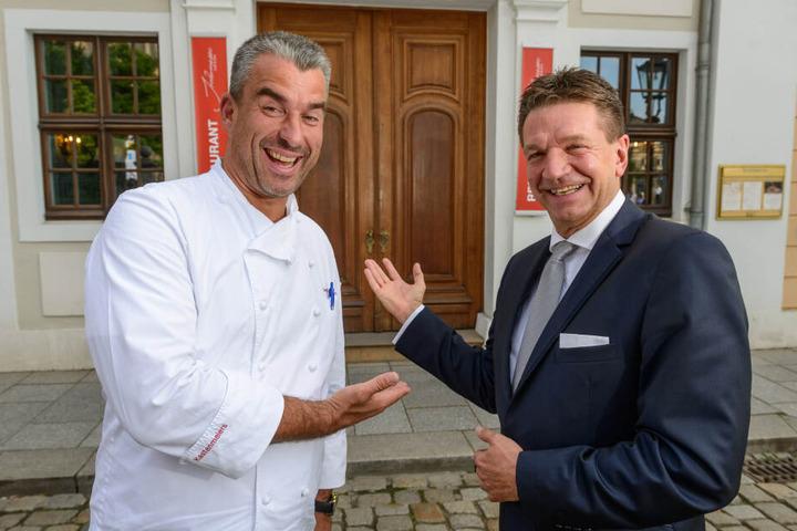 Hoteldirektor Marten Schwass (r.)
