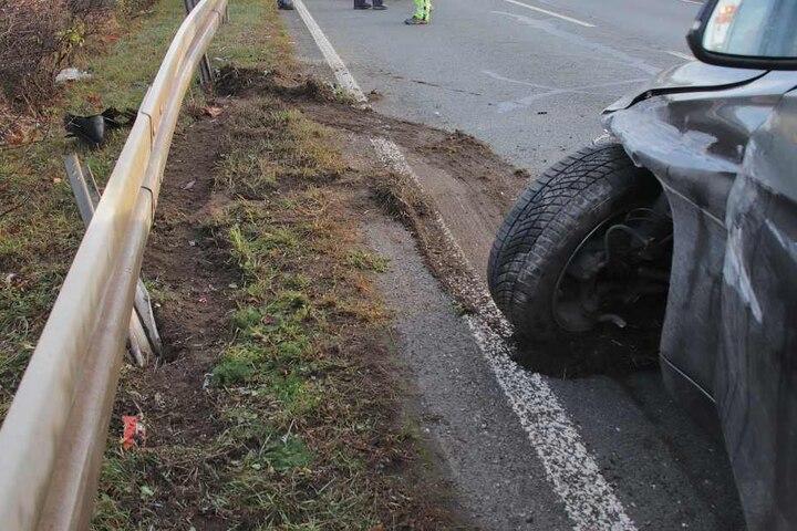 Das Auto wurde bei dem Unfall schwer in Mitleidenschaft gezogen.