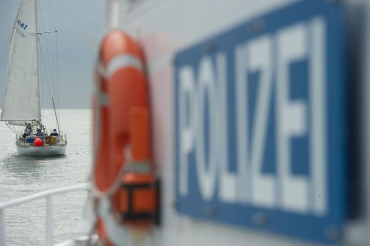 Die 40-Jährige Begleiterin des Mannes ging während der Fahrt über Bord.