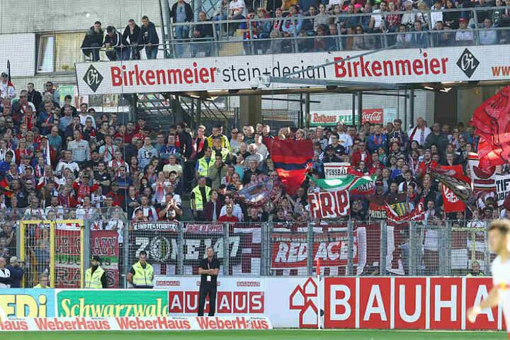 1150 Fans begleiteten die Sachsen in den Breisgau, sahen allerdings die erste Auswärtspleite in der Bundesliga.