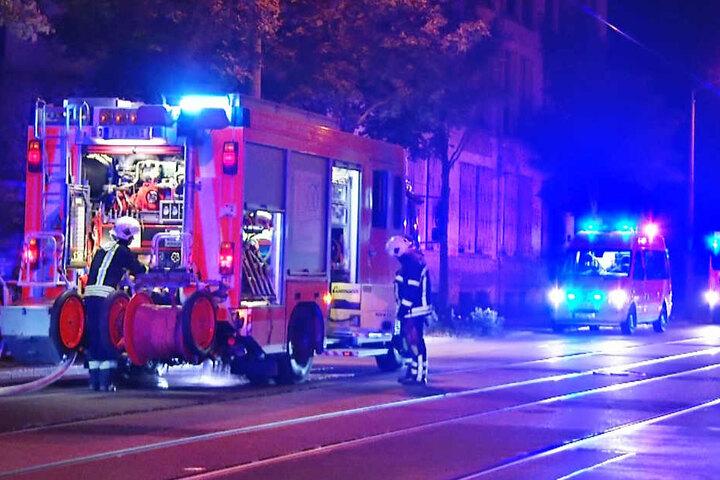 Mitten in der Nacht rückte die Feuerwehr in die Wittenberger Straße aus.