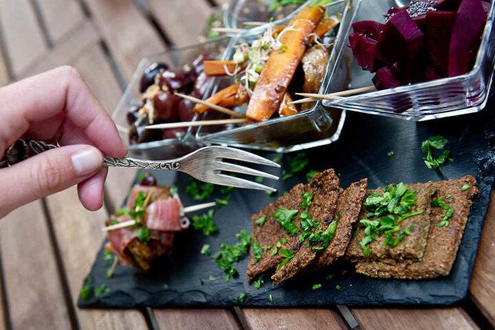 Essen wie in der Steinzeit soll die Pfunde purzeln lassen. (Symbolbild)