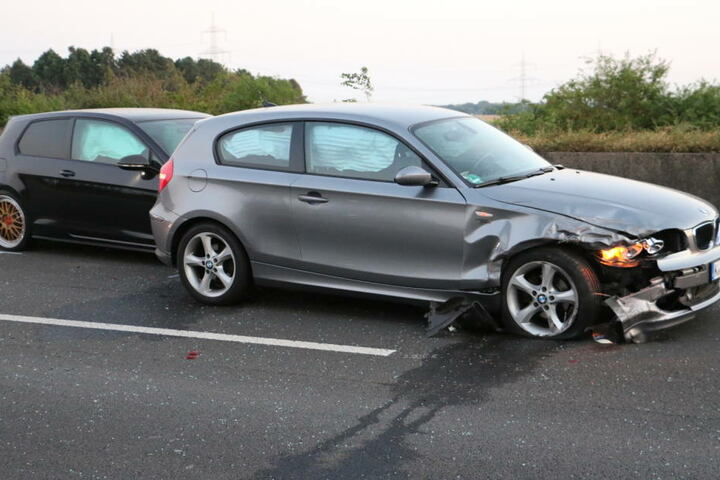 Zwei weitere Fahrzeuge wurden stark beschädigt.
