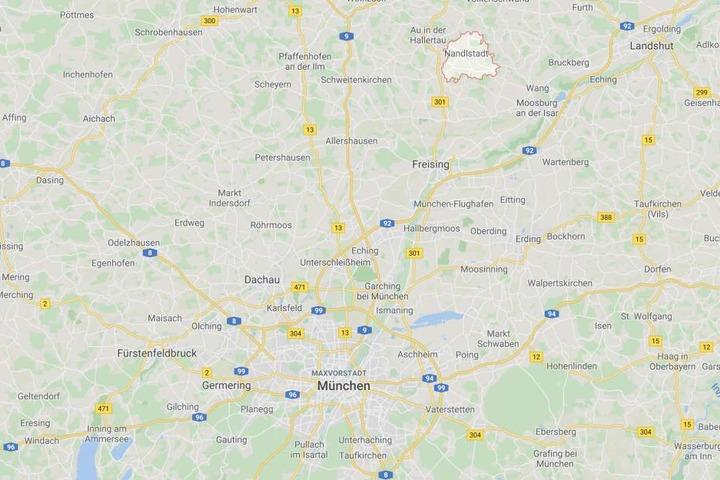 In Nandlstadt in Bayern ist ein Mann mit einer Axt durch die Stadt marschiert und hat randaliert.