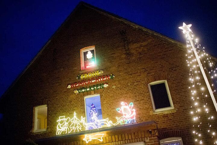 Auch die Fassade schmückte die Familie Jeromin weihnachtlich.