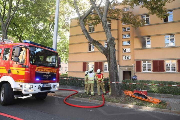Die Feuerwehr bekam die Flammen schnell unter Kontrolle. Dennoch mussten Mutter und Kind vorsorglich ins Krankenhaus.