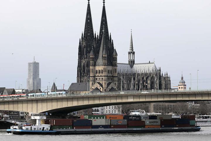 Die Polizei geht hart gegen Rocker in Köln vor.