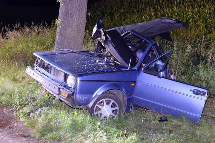 Mit schweren Verletzungen kam der Fahrer ins Krankenhaus.