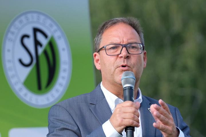 Winkler, Präsident des Sächsischen Fußballverbandes, kritisierte, dass der DFB seine ursprünglichen Pläne über den Haufen geworfen habe.