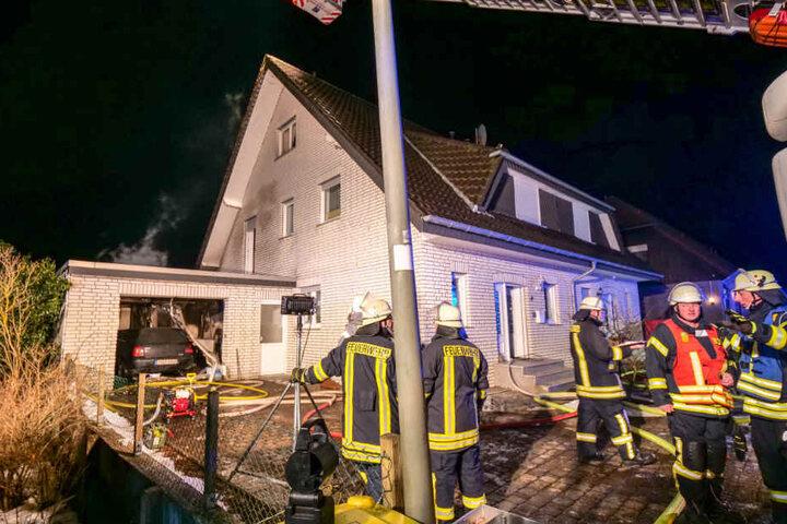 Angrenzende Gebäudeteile wurden leicht beschädigt.
