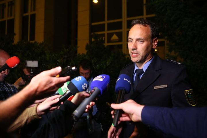 Thomas Geithner (44) gibt der Presse Auskunft über die Teilexplosion der Bombe.