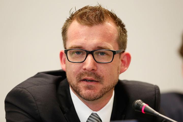 """Baubürgermeister Raoul Schmidt-Lamontain (40) hält die mögliche  Brückensperrung für eine """"spannende Idee""""."""