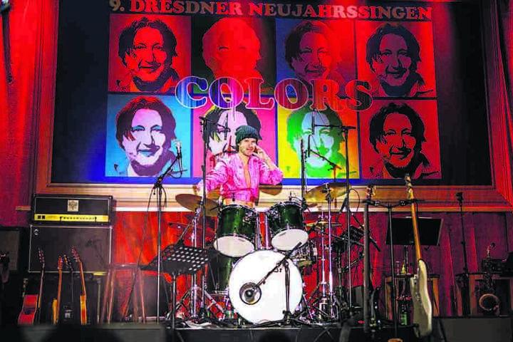 Es gibt nichts, das er nicht kann: Olaf Schubert (50) am Schlagzeug.