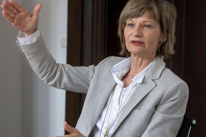 OB Barbara Ludwig (54, SPD) unterstützt die Mega-Theaterfinanzierung. Bis zu  30 Millionen Euro schießt die Stadt bis 2021 zu. Insgesamt werden bis zu 195  Millionen Euro ins neue Theater investiert.