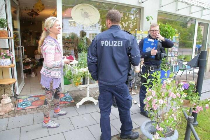"""Bei der Laden-Inhaberin Miriam Sajonz (43) vom """"Dresdner Blumenstrauss"""" warf der Mann Töpfe um."""