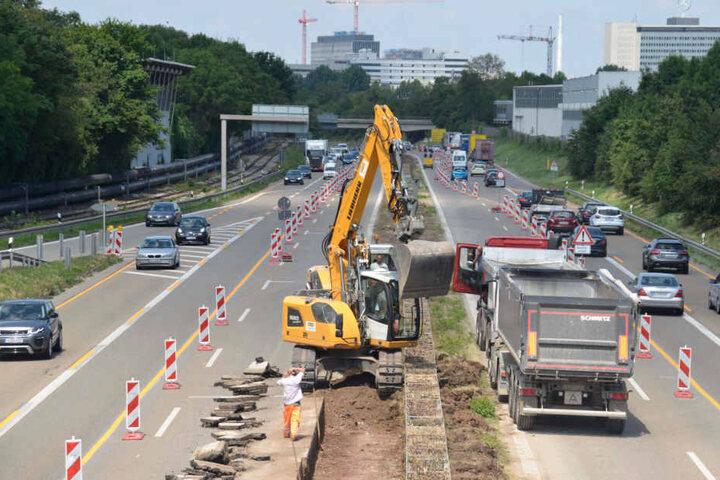 Die Bauarbeiten hinken dem Fahrplan hinterher. Bis der Verkehr wieder reibungslos rollt, wird es wohl Ende November.
