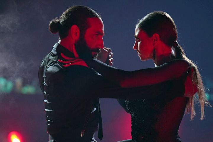 Massimo Sinatò (38) und Ekaterina Leonova (32) tanzen einen sinnlichen Tango.