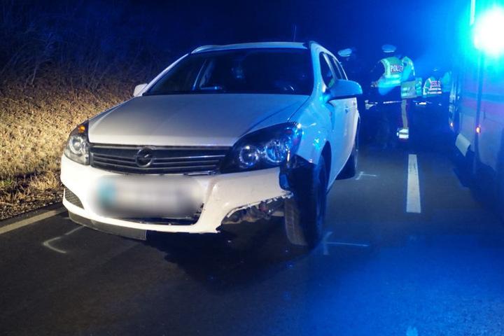 Die 73-Jährige wurde nach dem ersten Crash auf die andere Straßenseite geschleudert, wo sie dieser Opel erfasste.