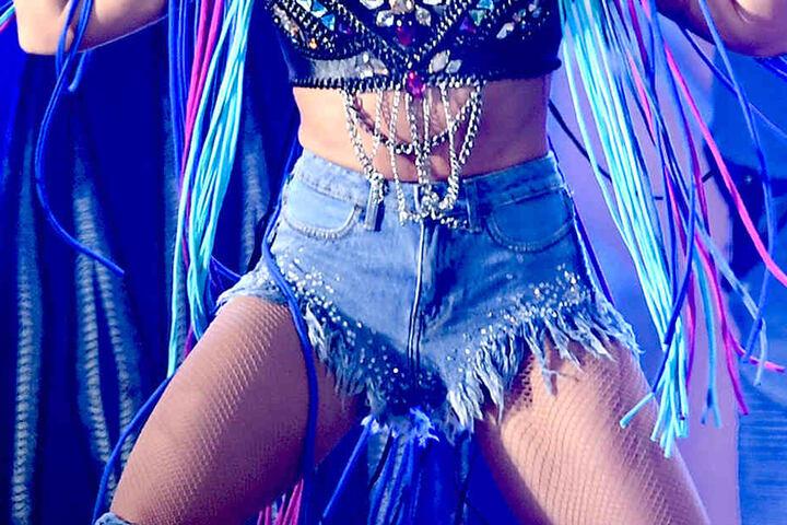 Die Diskussionen im Netz nehmen kein Ende: Ist dieses Outfit ausreichend für eine Stadion-Tour oder nicht stylisch genug?