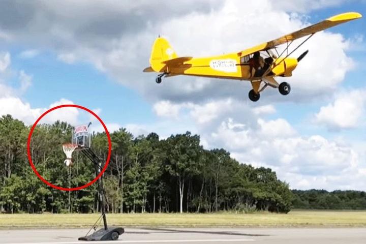 Das Flugzeug flog verdammt nah an den Korb heran.