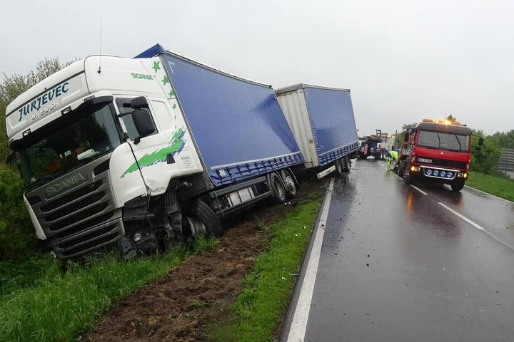 Der Lkw hatte 10 Tonnen Mineral geladen.