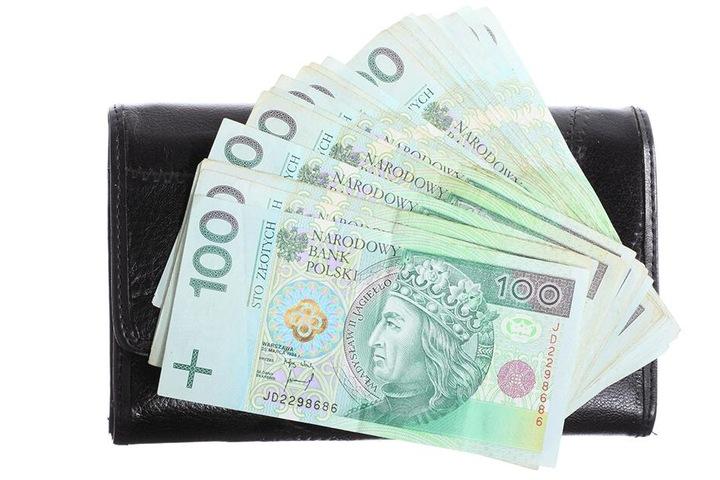1000 Zloty bot der Polizist einer Minderjährigen für Sex.