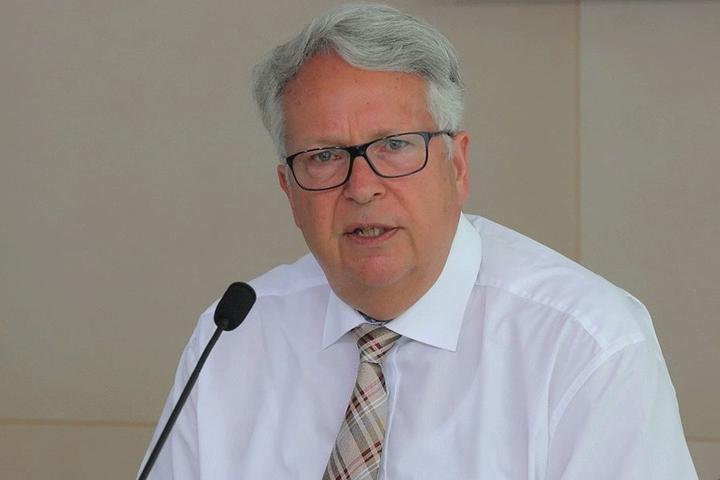Alter Bekannter: Ex-Justizminister Geert Mackenroth (68) soll neuer Fraktionschef der CDU werden. Derzeit ist er Sachsens Ausländerbeauftragter.