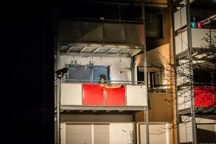Ein 39-jähriger Mann hatte sich wohl aus Angst vor den Flammen von seinem Balkon gestürzt und starb.