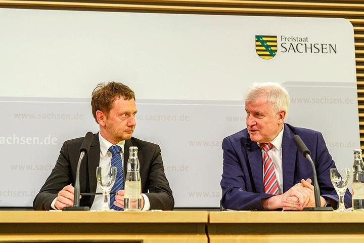 Sind sich einig: Sachsens Ministerpräsident Michael Kretschmer (43, CDU, l.) und Bundesinnenminister Horst Seehofer (68, CSU).