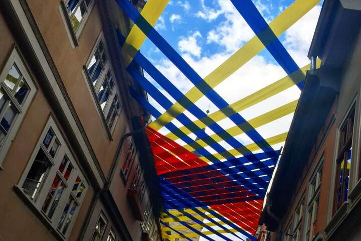 An der Krämerbrücke ist das diesjährige Kunstprojekt schon zu sehen.