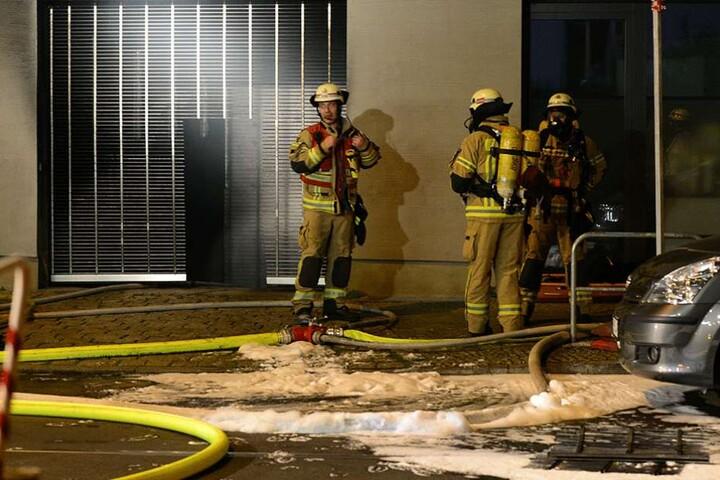 Der Brand in der Tiefgarage wurde gelöscht, bevor die Flammen eine Gefahr für das Wohnhaus darüber wurden.