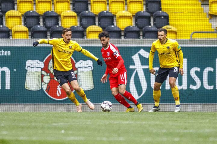 Jannik Müller (links) und Sören Gonther beim Testspiel gegen den Halleschen FC.