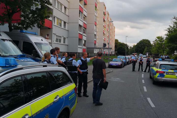 Polizeieinsatzkräfte bei Ermittlungen am Mittwoch.