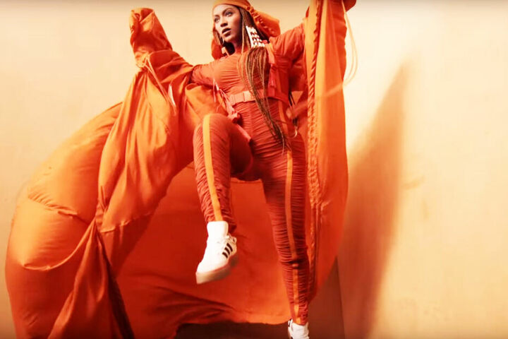 """""""Solarorange"""" nennen Beyoncé und adidas die auffällige Farbe."""