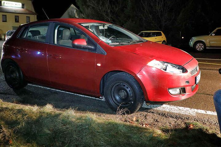 Die Fahrerin des Fiat wurde bei dem Unfall leicht verletzt.