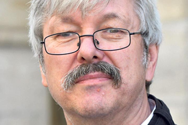 """Egon Tuschke (64), Rentner aus Frankfurt/ Oder, hat schon Briefwahl gemacht: """"Ich habe die AfD gewählt,weil Frau Merkel einen Dämpfer braucht. Die nimmt uns alles bloß weg."""""""