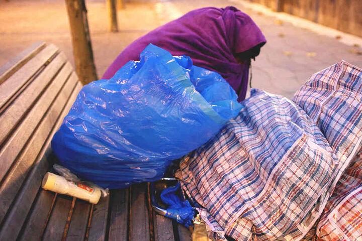 Das Campieren, Lagern und Schlafen wird in der Innenstadt bestraft.