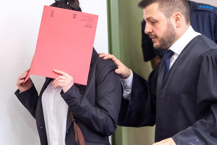 Die Vorwürfe gegen die 28 Jahre alte Angeklagte lassen einem das Blut in den Adern gefrieren.