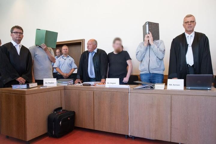 Drei Männer müssen sich wegen Missbrauchs vor dem Detmolder Landgericht verantworten.